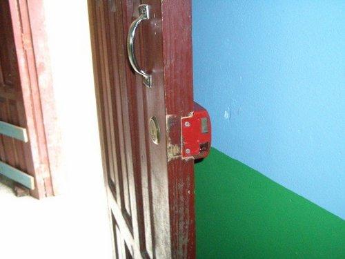 broken lock 1.jpg